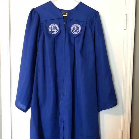Oak Hall Other | Indiana State University Graduation Gown 5355 ...